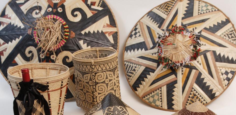 TOTAL INDONESIA FOUNDATION Program for The Preservation of Indonesian Cultural Heritage - Dayak East Kalimantan Traditional Craft (Hand-Weaved Craft) Basketry Work
